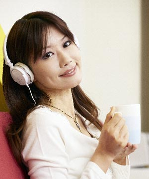 headphonewoman1a